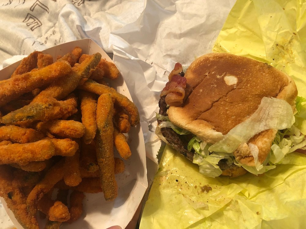Chris's Burgers: 765 E Foothill Blvd, Rialto, CA