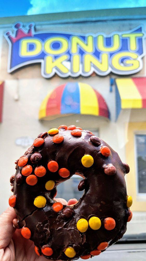Donut King: 208 S Hwy 27, Minneola, FL