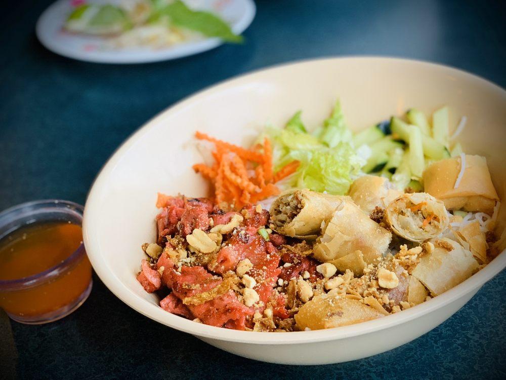 My Xuyen Vietnamese Cafe: 6920 N Oak Trafficway, Gladstone, MO