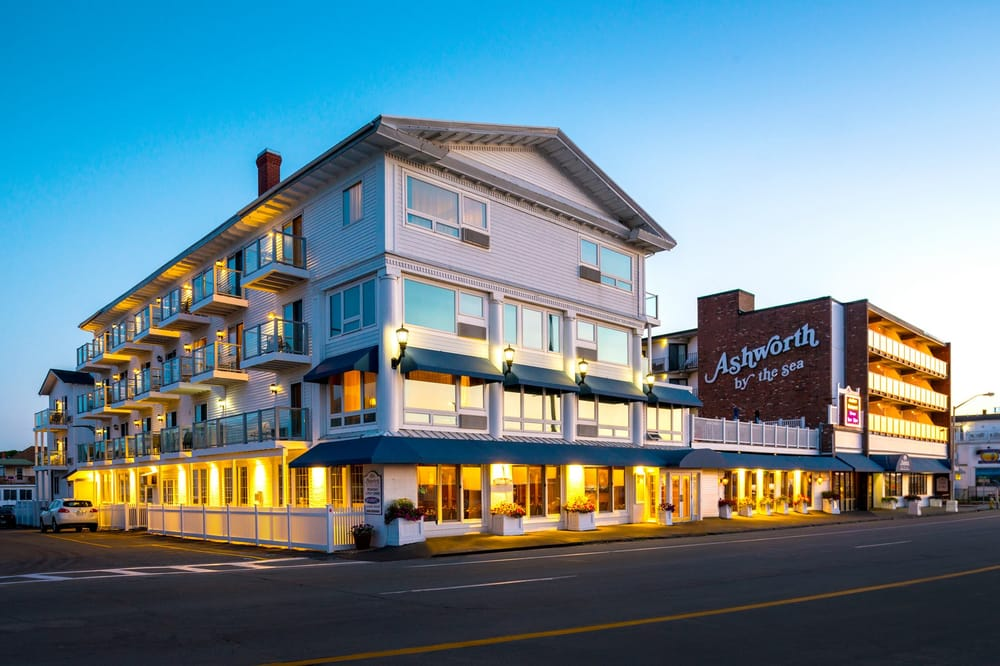 Our Hampton NH hotel offers five different types of rooms from King, Queen, Two doubles, and Two Queens. Each of our Hampton NH hotel accommodations feature .