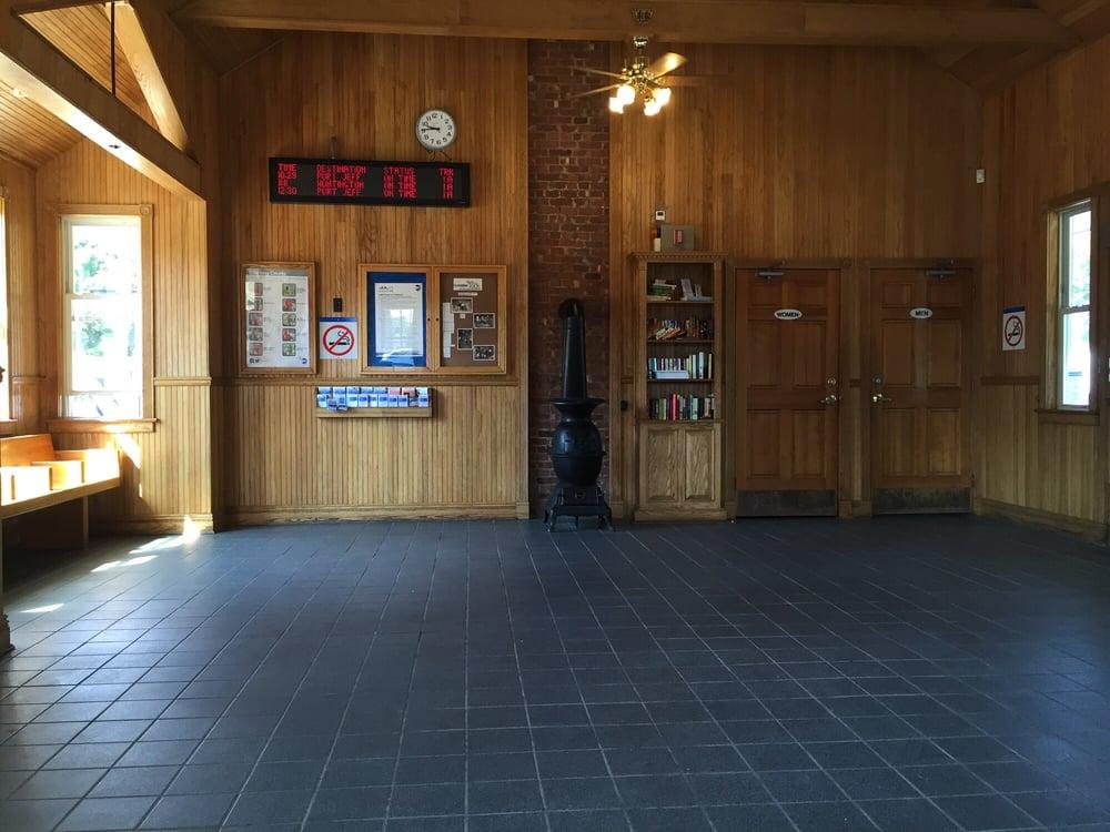 Greenlawn LIRR Station: 34 Boulevard Ave, Greenlawn, NY