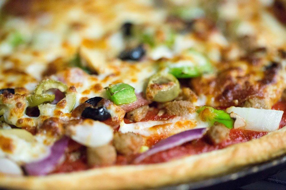 Milanos Pizza: 433 S Seven Points Dr, Seven Points, TX