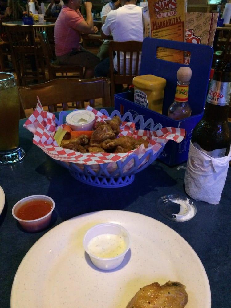 Big Sams Grill & Bar: 10514 Leopard St, Corpus Christi, TX