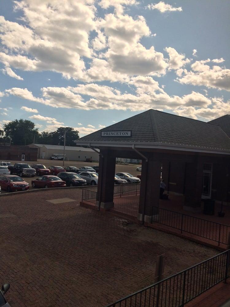 Amtrak Station: 107 Bicentennial Dr, Princeton, IL