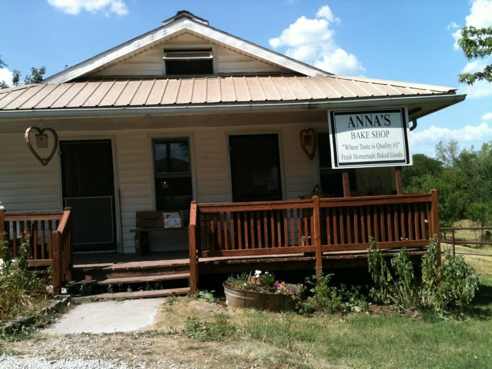 Anna's Bake Shop: 1005 Old Hwy 6, Jamesport, MO