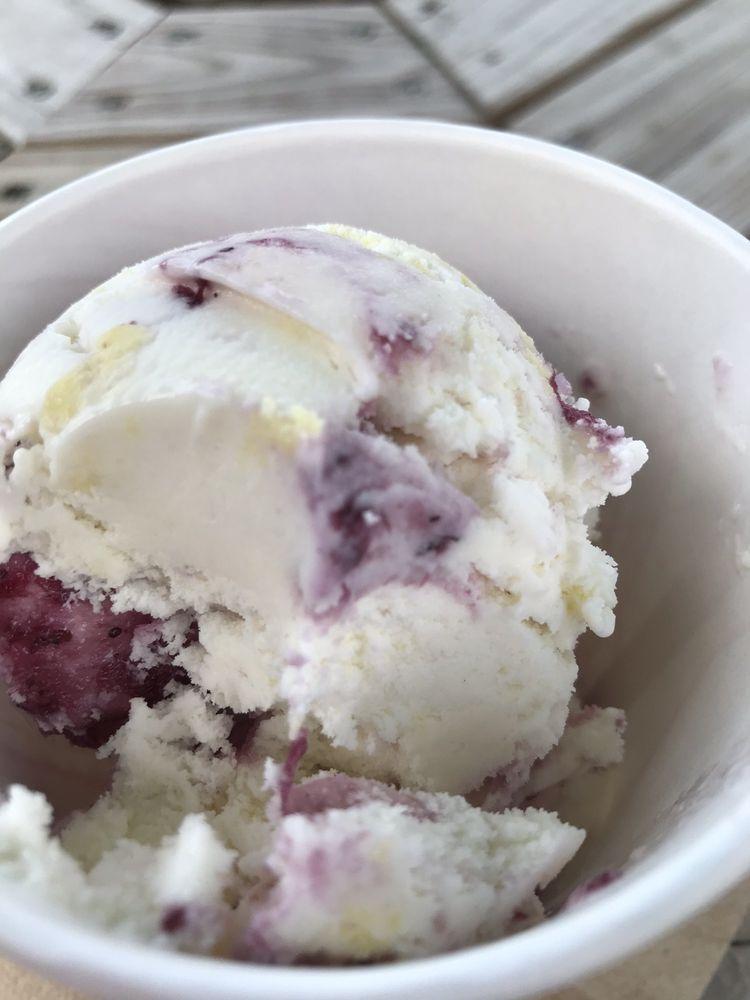 Coneheads Creamery: 110 Hulbert St, Minoa, NY