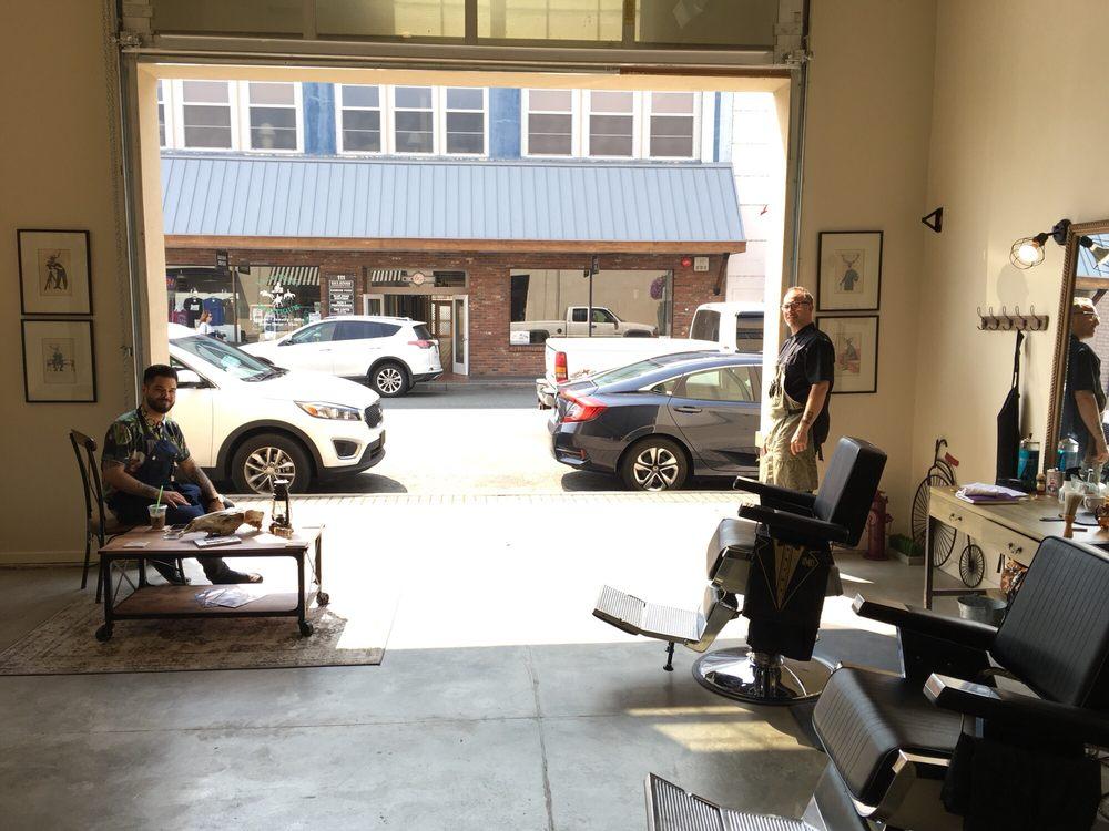 G Street Barber: 124 SE G St, Grants Pass, OR