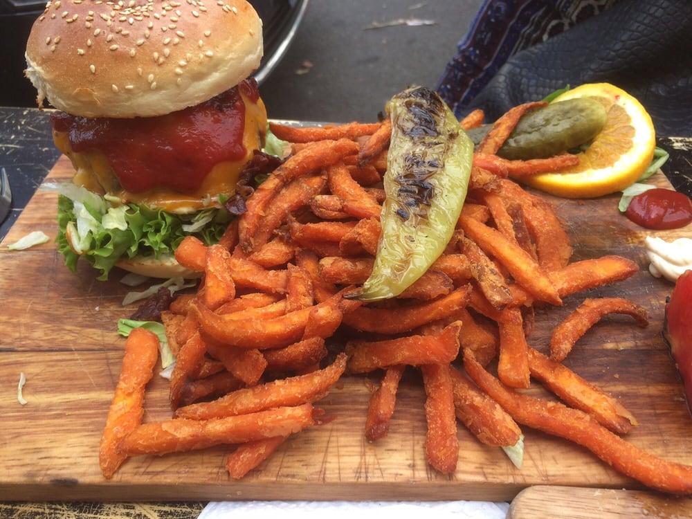 lilly burger einfach nur lecker cheeseburger mit s kartoffel pommes und zwiebelringe mit. Black Bedroom Furniture Sets. Home Design Ideas