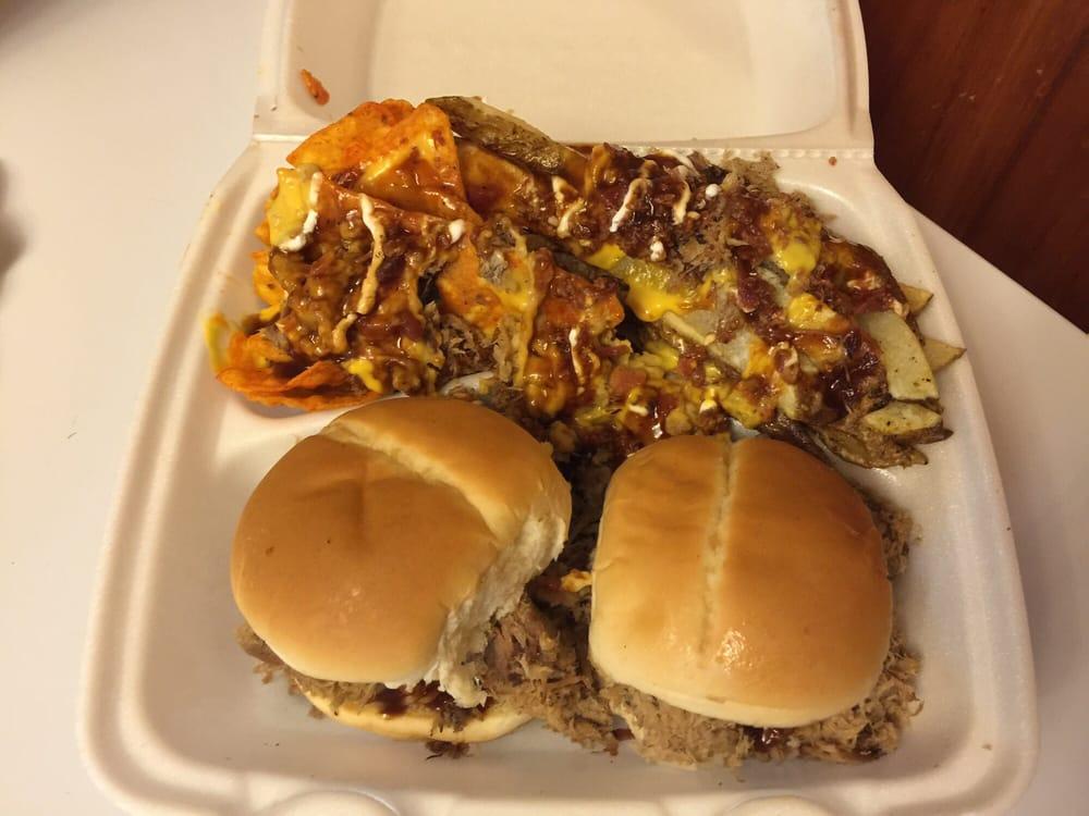 Blue Pig BBQ: 3707 Camden Rd, Pine Bluff, AR