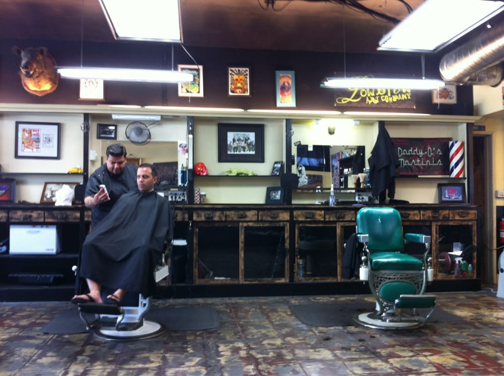 Barber Shop In Long Beach : Photo of Razorbacks Barber Shop - Long Beach, CA, United States