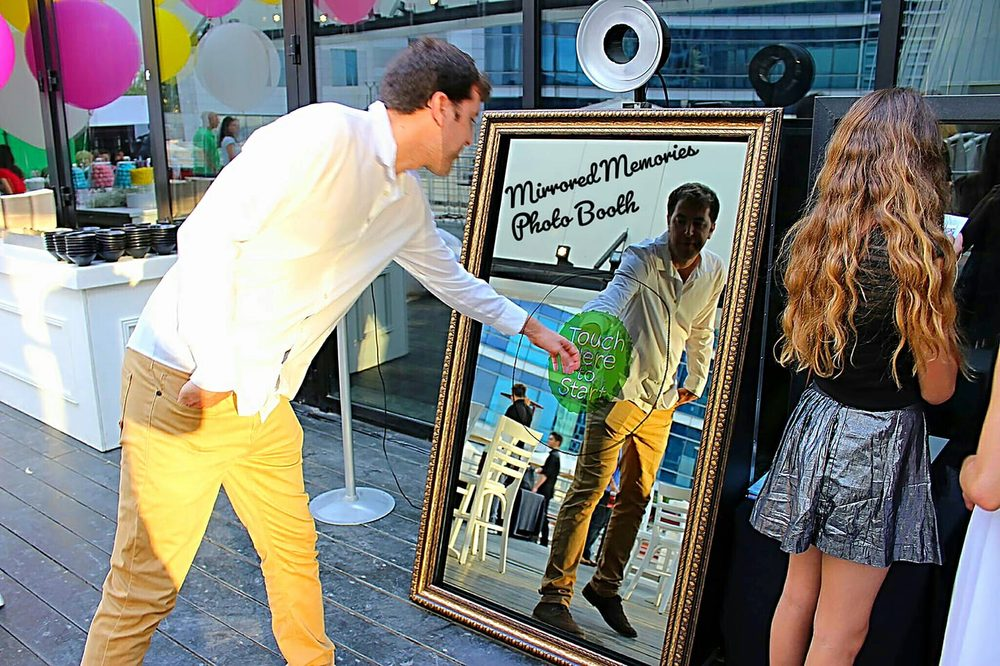Mirrored Memories Photo Booth: Phoenix, AZ