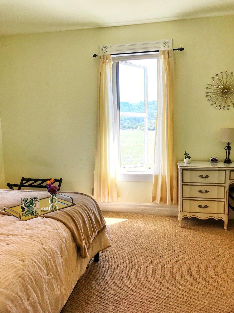 Riverbar Pharms Bed & Breakfast: 355 Riverbar Rd, Fortuna, CA
