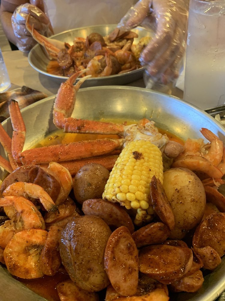 king crab: 6651 Transit Rd, Buffalo, NY