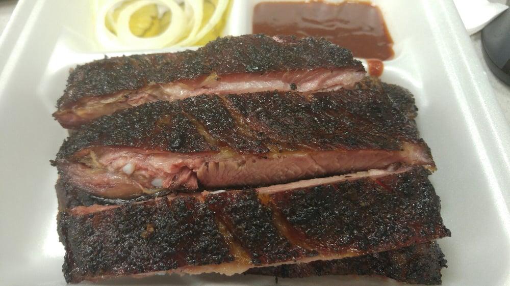 Dixieland Barbeque: Pleasanton, TX