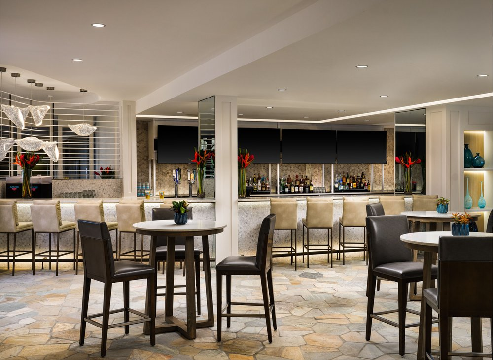 DoubleTree by Hilton Hotel Cocoa Beach Oceanfront: 2080 N Atlantic Ave, Cocoa Beach, FL