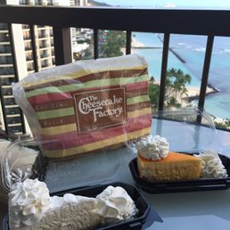 Photo of The Cheesecake Factory - Honolulu, HI, United States. マンゴーチーズケーキ