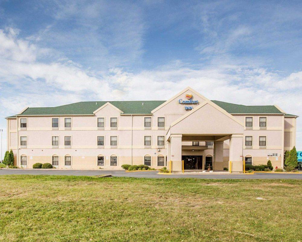 Comfort Inn Walcott near Davenport: 501 Walker St, Walcott, IA