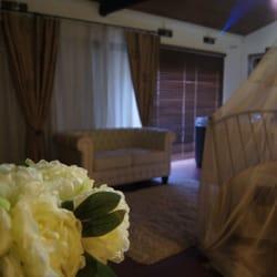 photo of nids douillets chambre avec jacuzzi rognac bouches du rhne