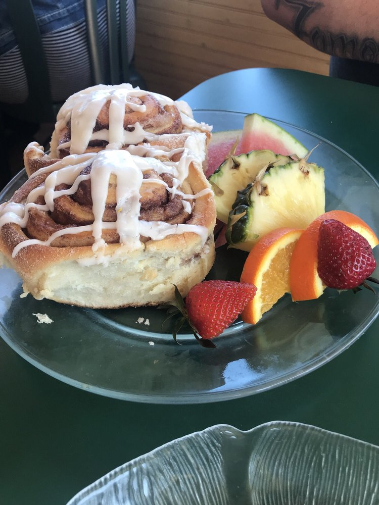 Chickadee Cottage Cafe: 317 N Lakeshore Dr, Lake City, MN