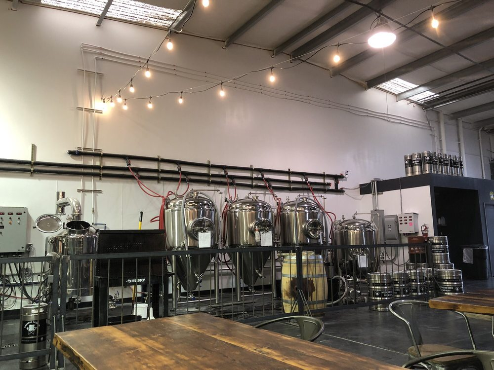 Weekend Beer Company: 550 SW 6th St, Grants Pass, OR