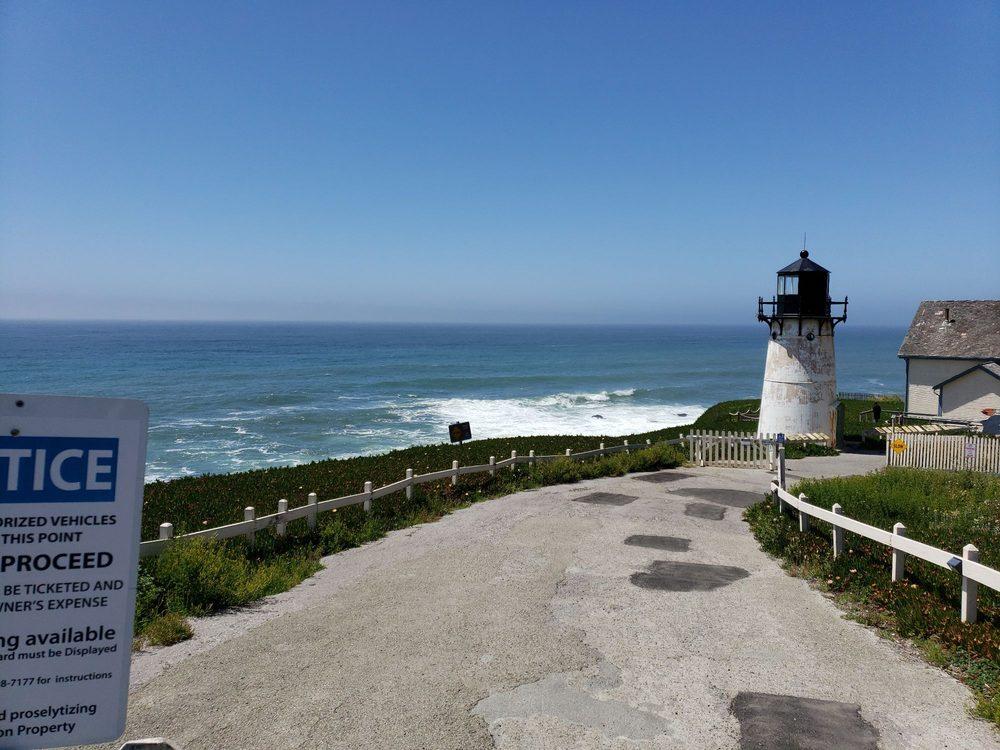 HI Point Montara Lighthouse Hostel: 8800 Cabrillo Hwy, Montara, CA