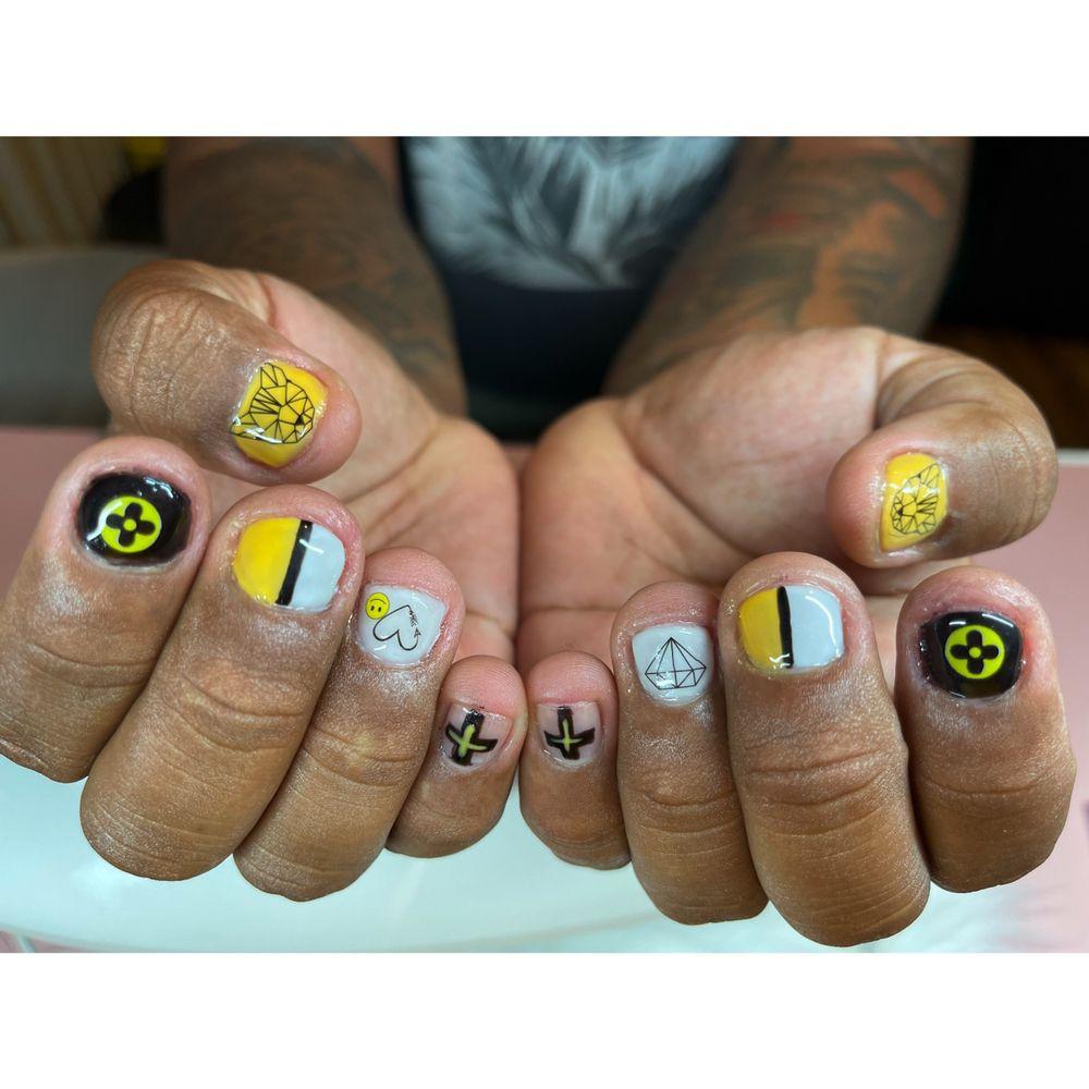 Divas nails & Crafting: 2208 N Lehigh Ave, Whitehall, PA