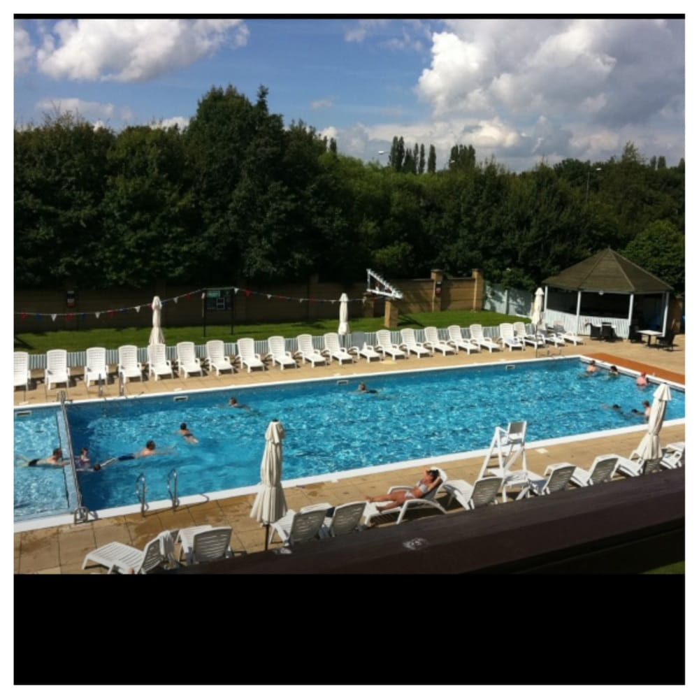 Outdoor Pool At The David Lloyd Leisure Centre Moor Allerton Yelp