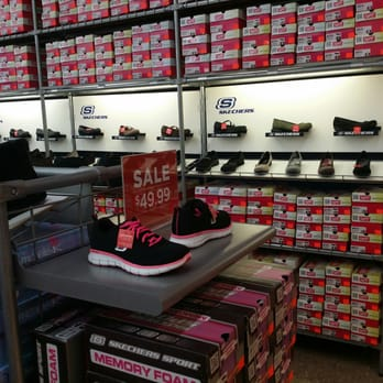 riesiges Inventar groß auswahl neueste Kollektion SKECHERS Factory Outlet - Shoe Stores - 7700 S Cicero Ave ...