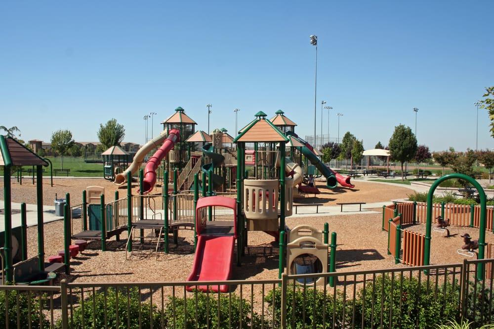 Quaranta Real Estate Team with Better Homes & Gardens Real Estate | 925 Highland Pointe Dr, Roseville, CA, 95678 | +1 (916) 251-9550