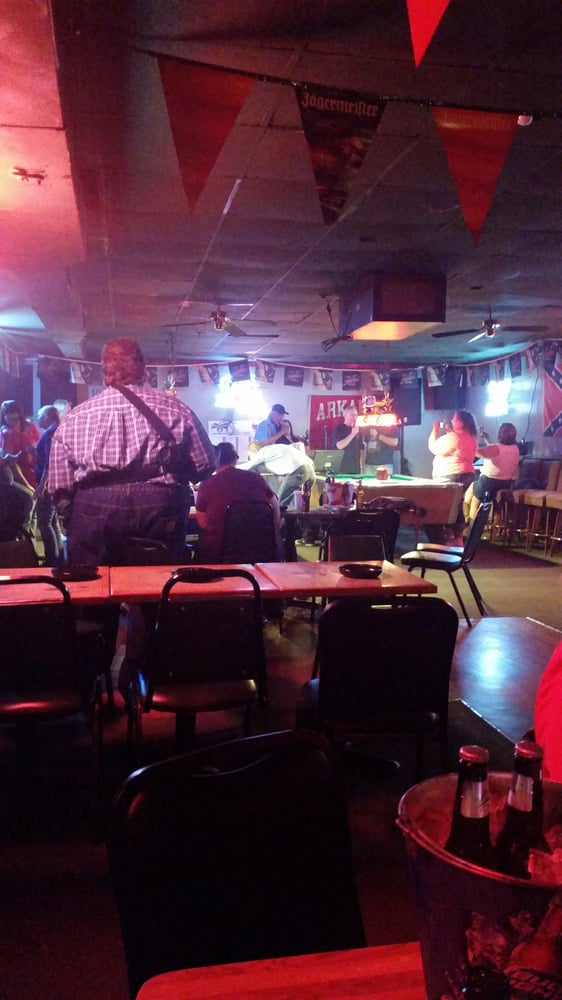 Mel's Place Bar & Grill: 8690 Hwy 51 NW, Southaven, MS