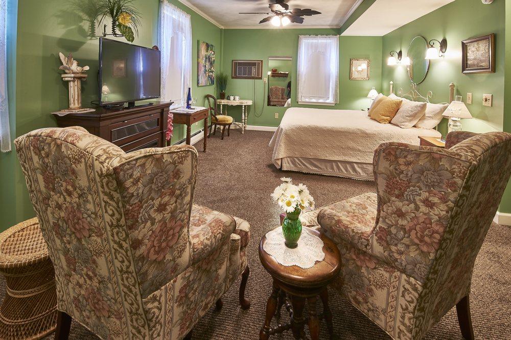 Die Heimat Country Inn: 4434 V St, Homestead, IA