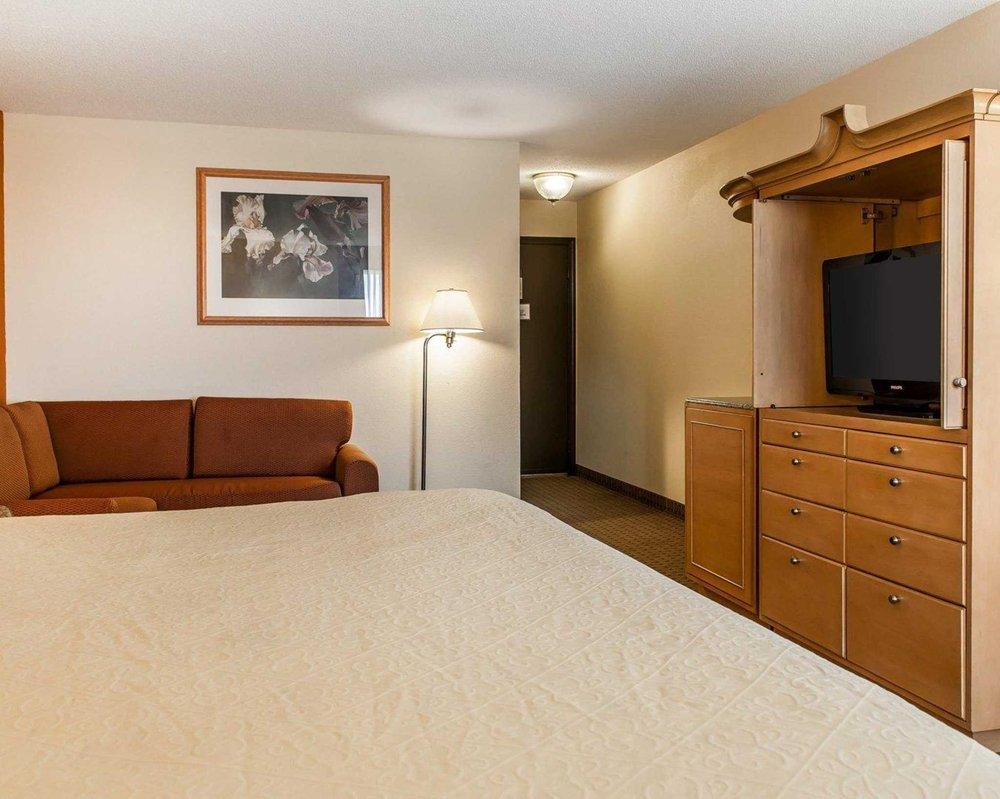 Quality Inn & Suites: 111 Lee Blvd, Shelbyville, IN