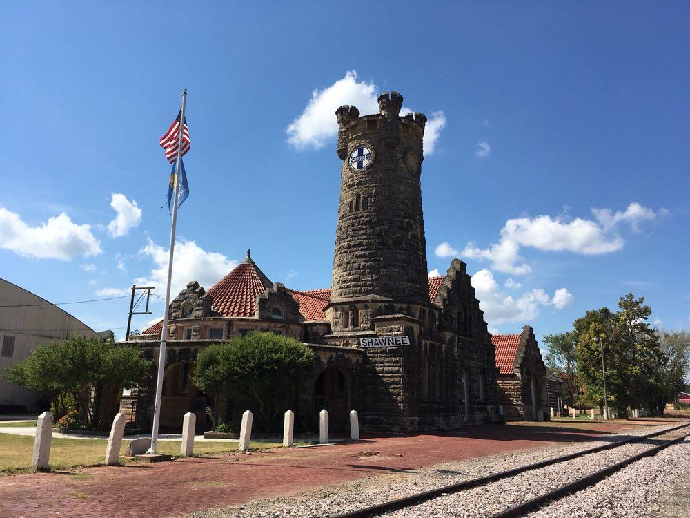 Santa Fe Depot Museum: 614 E Main St, Shawnee, OK