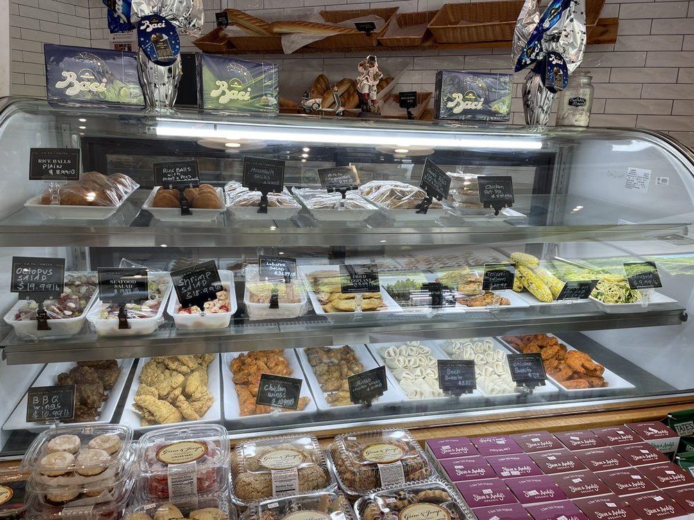 La Favorita Fine Foods Market Place: 269 Pine Hollow Rd, Oyster Bay, NY