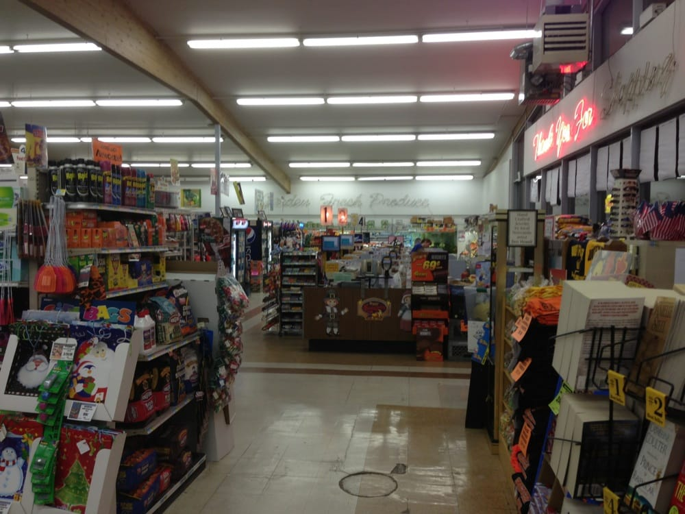 Woody's Food Center: 622 W Main St, Newcastle, WY