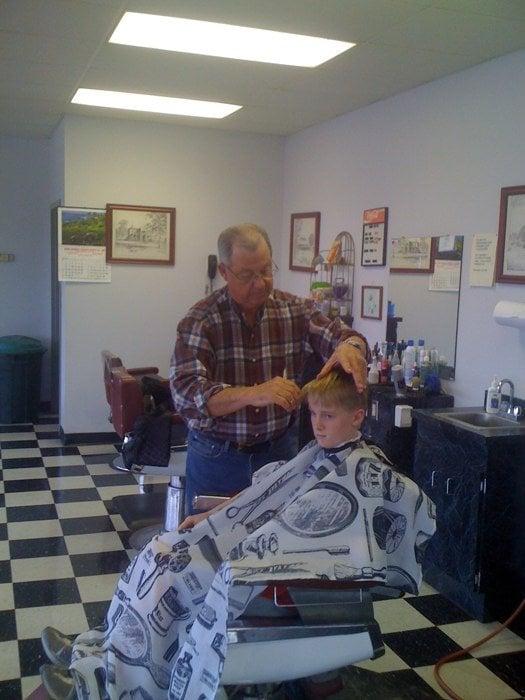 Wayne's Barber Shop: 1350 S Zack Hinton Pkwy, McDonough, GA
