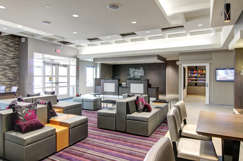 Holiday Inn Express Fargo SW - I-94 Medical Center: 4711 19th Ave S, Fargo, ND