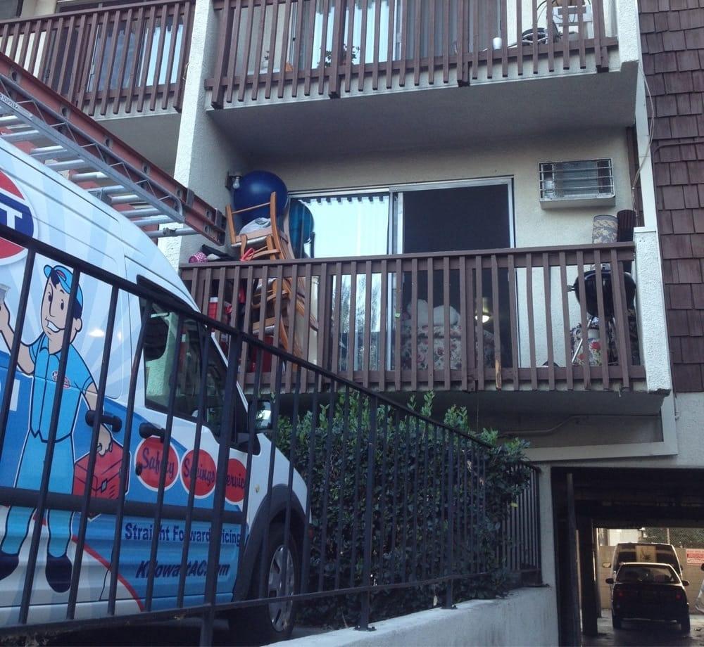 Walnut Grove Apartments: Piles Of CRAP On Balconies