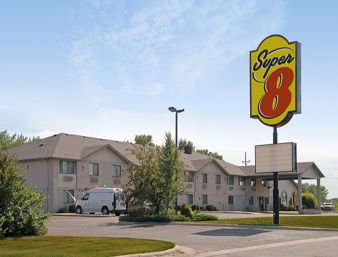 Super 8 by Wyndham Morris: 102 Hwy 28 East, Morris, MN
