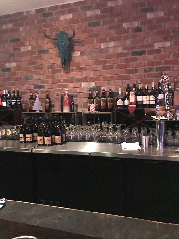 Pints Alehouse: 10111 N Newport Hwy, Spokane, WA
