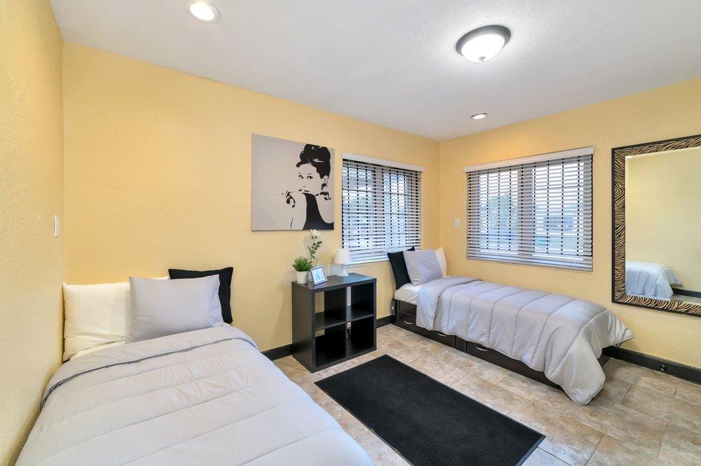 Silhouette Recovery House Miami - 13 Photos & 15 Reviews