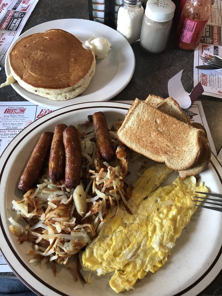 Tweedlee D's Diner: 720 N State Rd 25, Rochester, IN