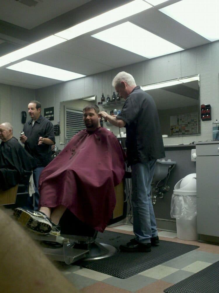 Highview Barber Shop & Hairstyling: 7403 Fegenbush Ln, Louisville, KY