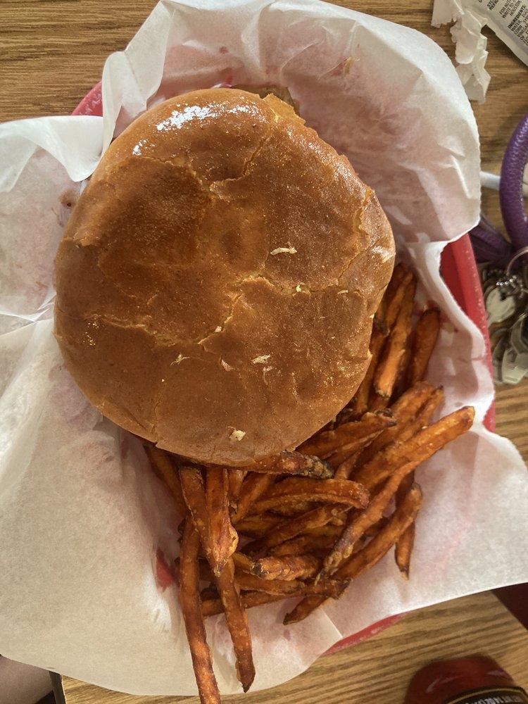 Plank's Barbeque: 912 E Fulton St, Garden City, KS