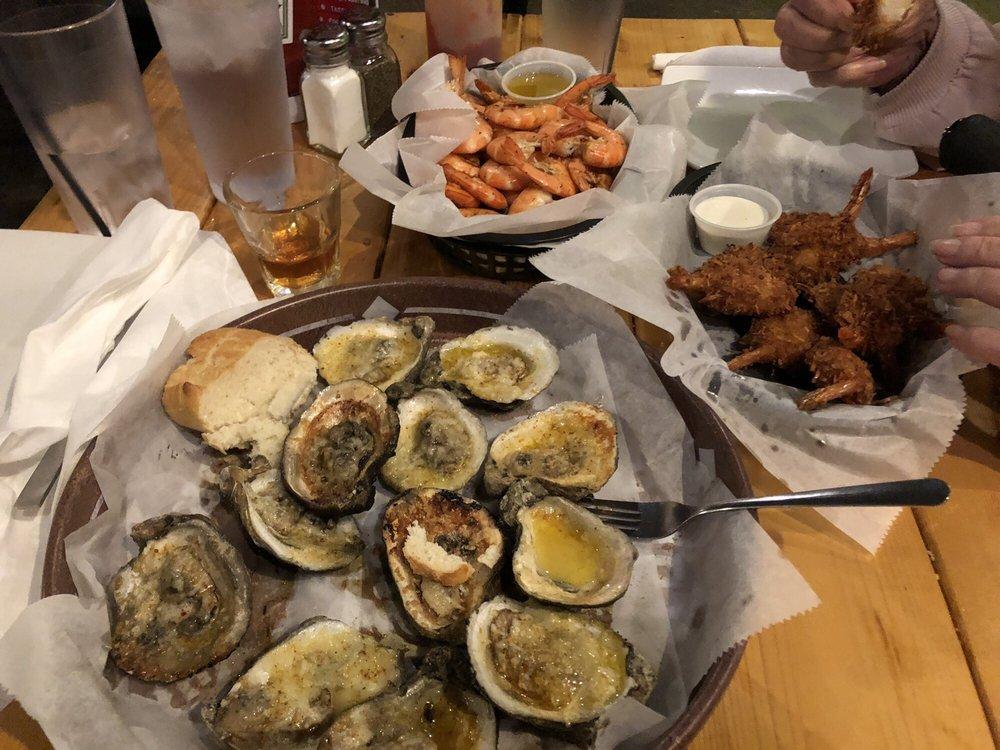 Tiki West Raw Bar and Grill: 118 W Ruby St, Tavares, FL