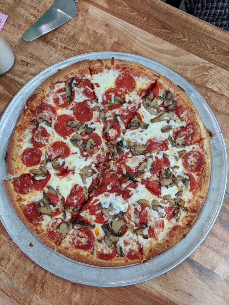 Town Grill & Pizza: 5250 S Main St, Cowpens, SC