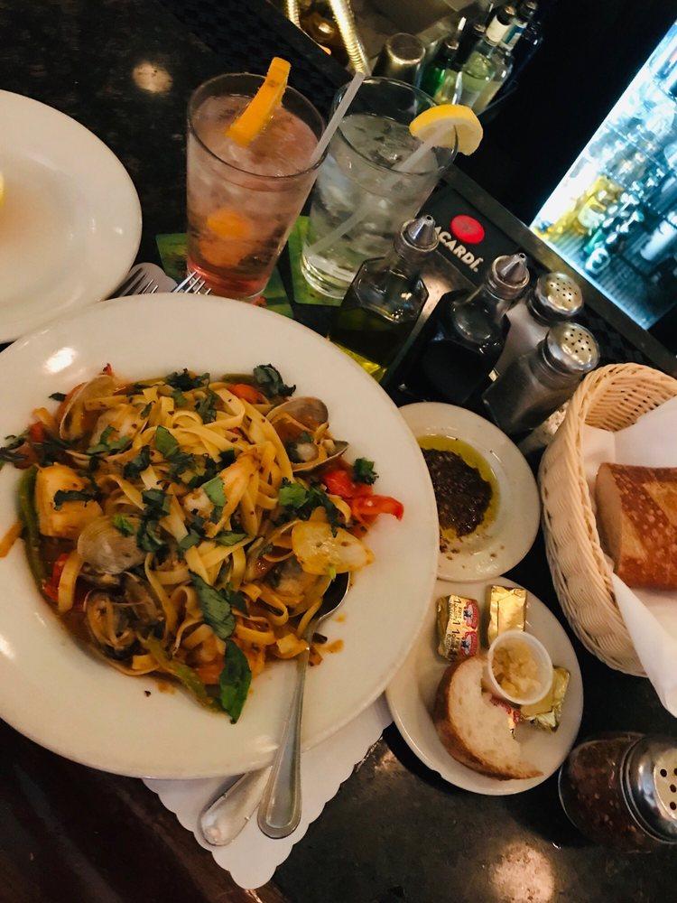 Cap's Oak Street Bar & Grill: 144 Oak St, Brentwood, CA