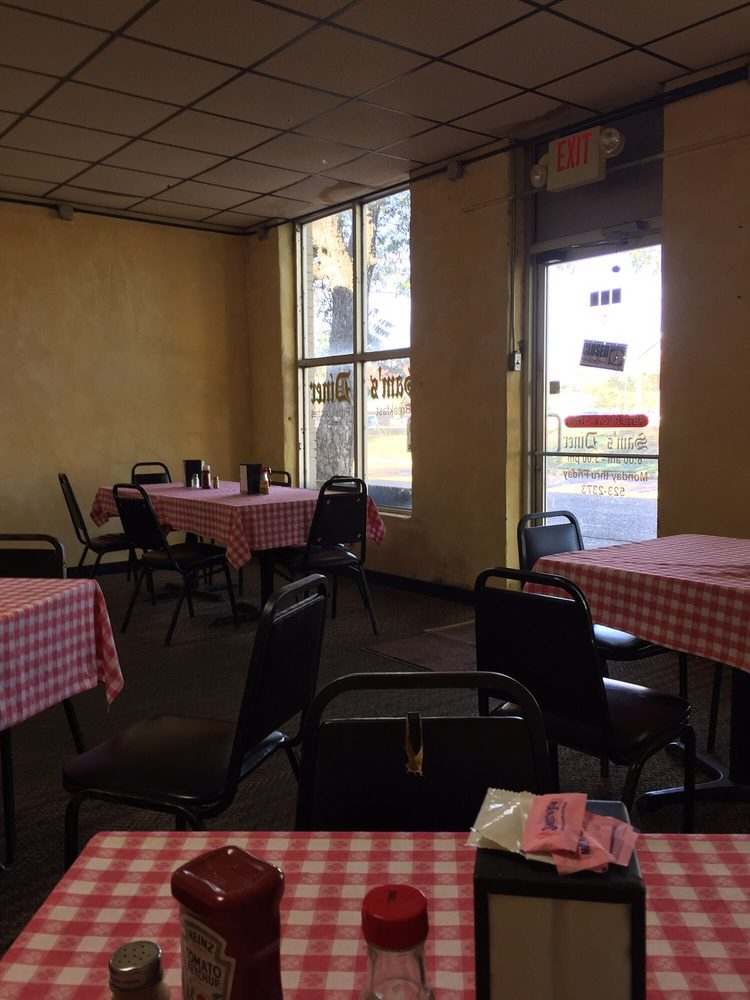 Sams Diner: 206 Second St, Newport, AR