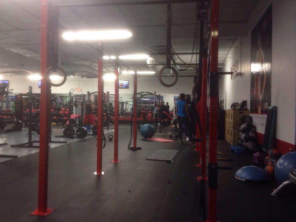 Vflex fitness cerrado gimnasios 5247 international for Gimnasio ua