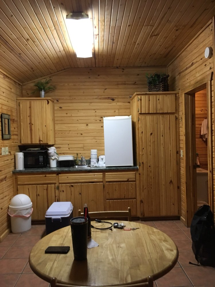 Ozark Cabins: 423 County Rd 136, Eureka Springs, AR
